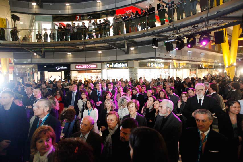 Público asistente a la inauguración de Arenas de Barcelona