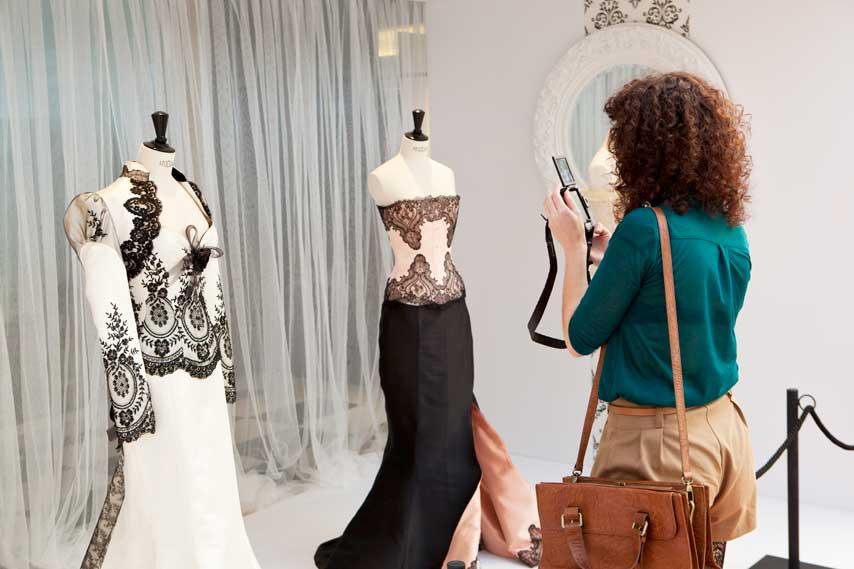 Exposición de corsés de la diseñadora Maya Hansen en el centro comercial Sexta Avenida de Madrid