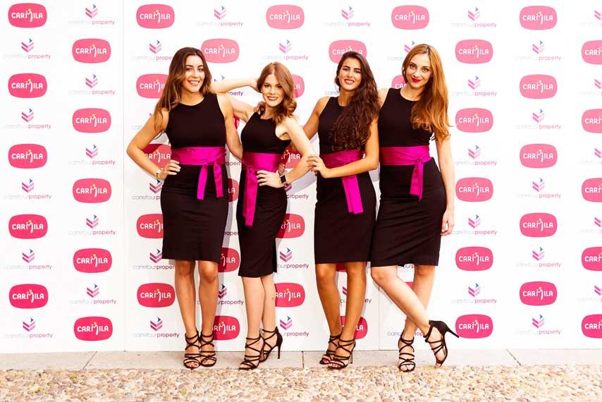 Azafatas posando en el photocall en la gala Carrefour Property y Carmila 2017