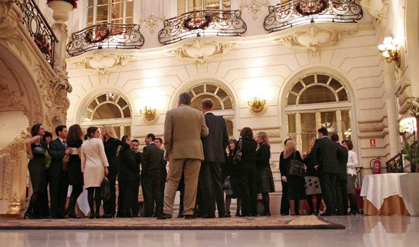 Vista del público durante el cóctel de la cena de Navidad de ING RED en el Casino de Madrid