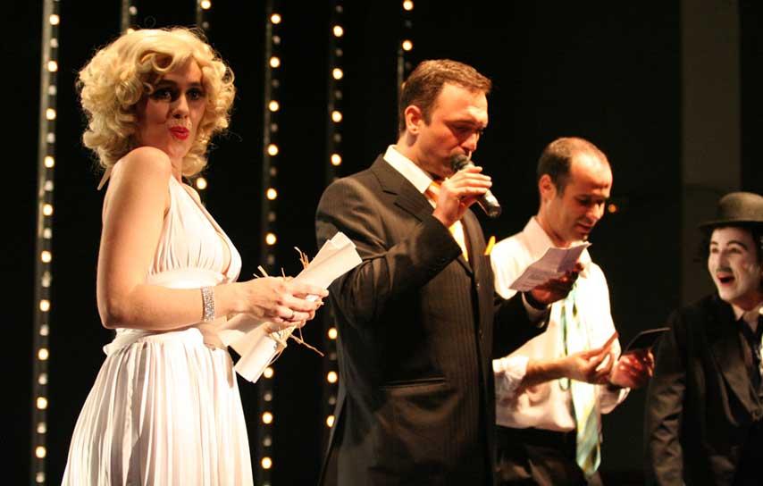 Actores en un concurso en la cena de navidad de ING RED en el Casino de Madrid