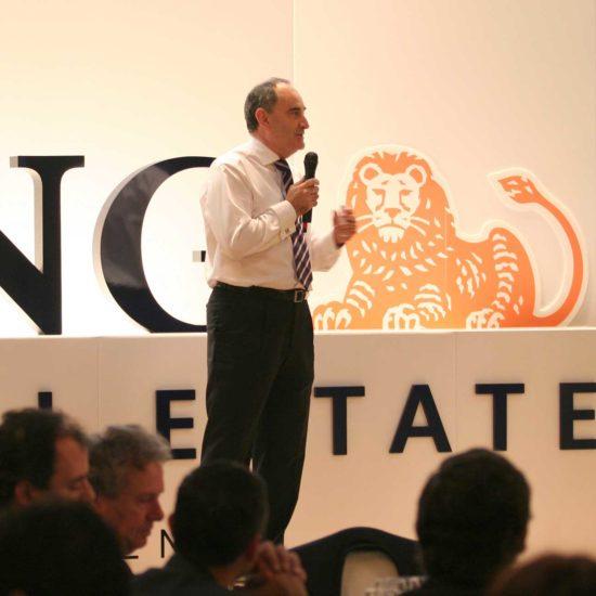 Angel Rodríguez hablando en la cena de navidad de ING RED
