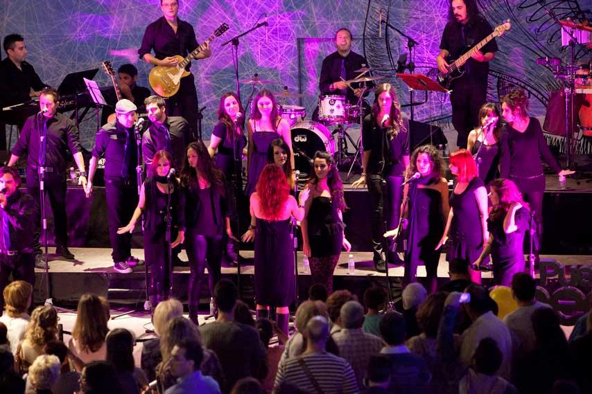 Coro de gospel cantando en la inauguración de Puerto Venecia