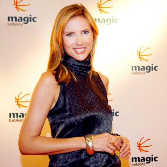 Judit Mascó posando sonriente en la inauguración de Magic Badalona